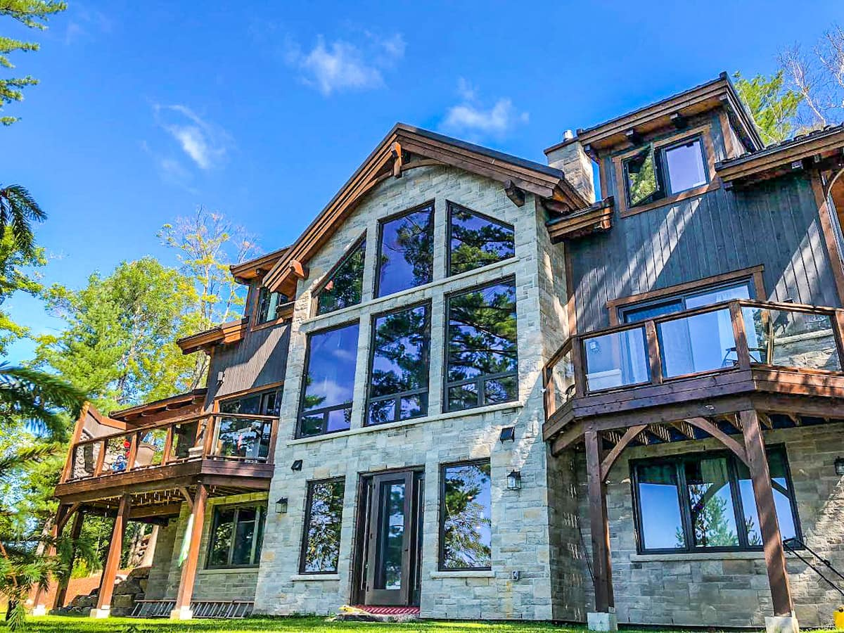 01-Luxury Waterfront Cottage Rental in Huntsville