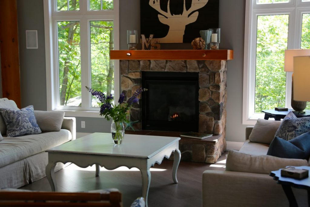 03-Muskoka Soul CliffBay_GreatRoom luxury Muskoka Cottage Rentals